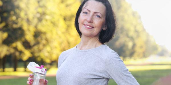 Femme 50 ans jeûne randonnée